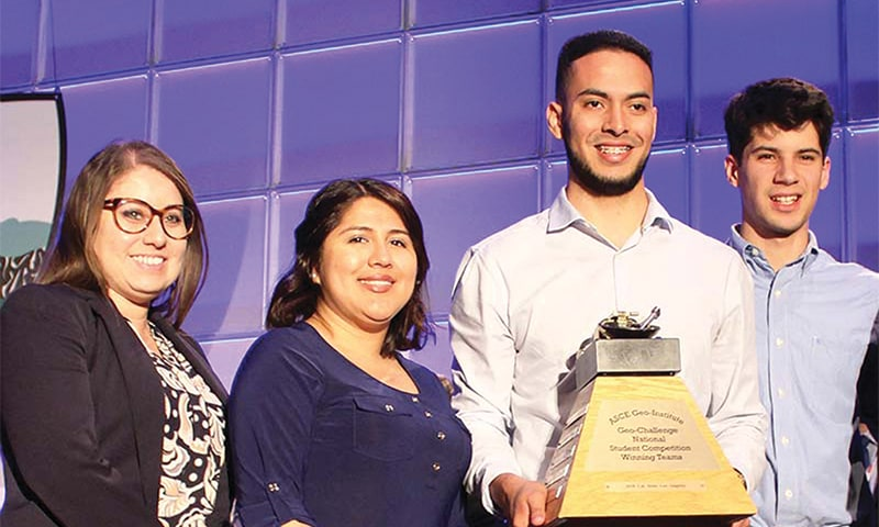 photo of cal state fullerton students at geowall event